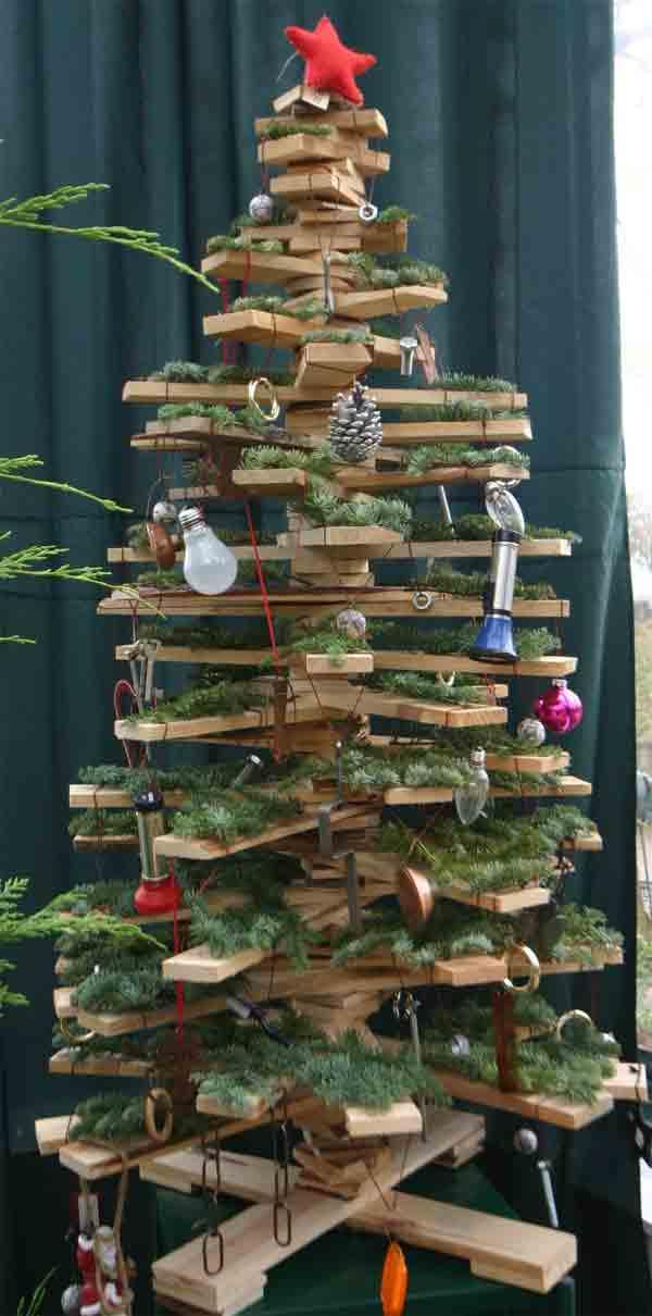 Weihnachtsbretterbaum